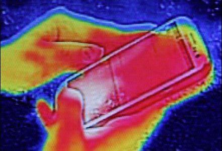 スマホが熱い原因やその対処法は?電池が減るのが早い!?