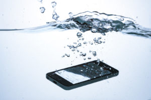 スマホ,水,落とした際,対処法,復活方法,修理費,いくら