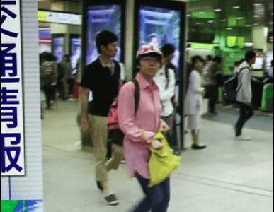 台風新宿中継のピンク帽子は誰?男・女?月曜からの夜更かしにも出てた?