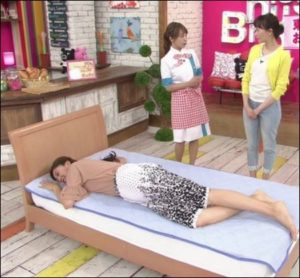熊井友理奈の足のサイズがわかる画像