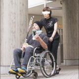 西田敏行の車椅子画像